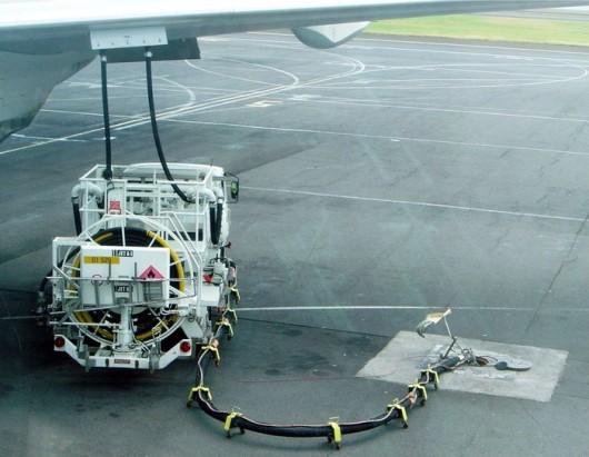 Jet_a1_truck_refueling_dsc04316