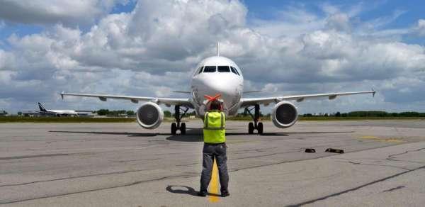 Les métiers de l'aérien : Agent de piste 10