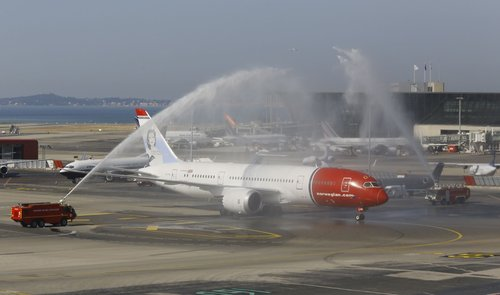 Watersalute d'un 787 Norwegian