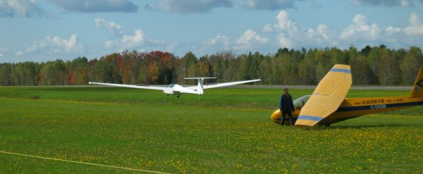 3_lanes_grass_runway_glider_operation