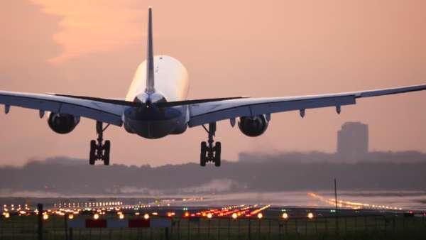 Avion qui atterrit