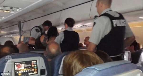 Police à bord d'un avion
