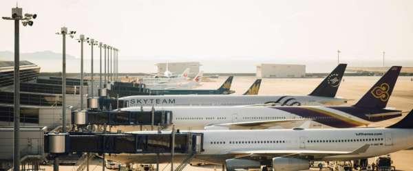 Avions garés sur un aéroport