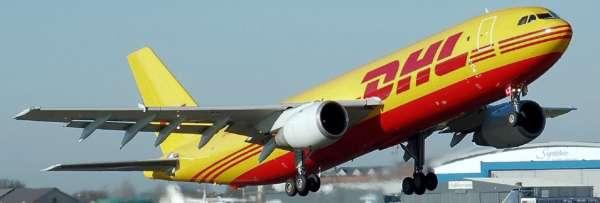 Avion cargo DHL qui décolle