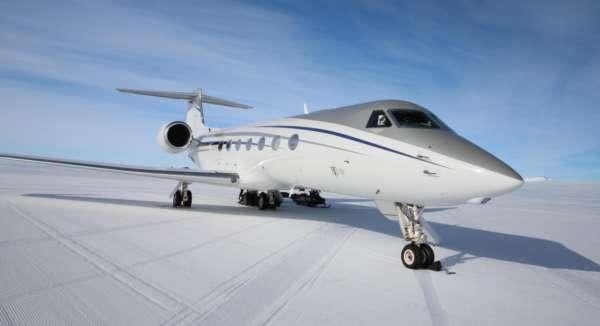 avion posé sur le pôle sud