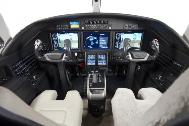 Combien y a-t-il de pilotes dans un avion ? 1