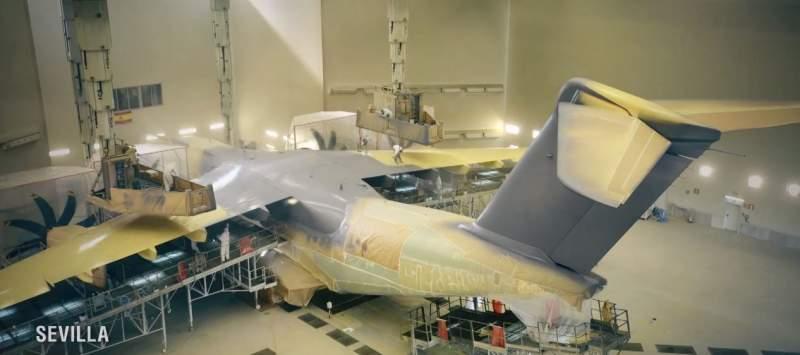 Airbus A400M dans l'atelier de peinture