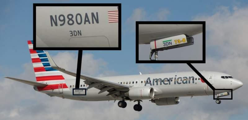 Inscriptions sur un Boeing 737