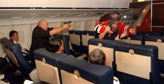 Il y a 23 ans, un Boeing 767 s'écrasait après avoir été détourné 8