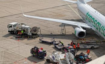 Comment les agents de piste traitent un avion au sol ? 5